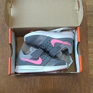 Nike girls' Downshifter running shoe-NWT